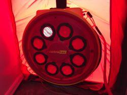 Thermografiekeur voert een luchtdichtheidsmeting uit met Blowerdoor